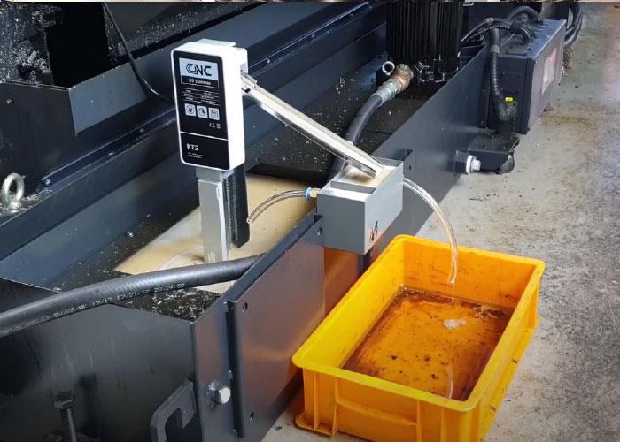 Een olie skimmer wordt het meest gebruikt voor het afscheiden van olieresten uit water of uit koelemulsie.