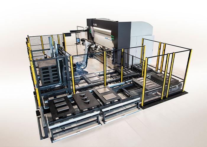 De Ulti-Form is een gerobotiseerd buigsysteem dat producten tot Europallet formaat kan kanten. De eerste cel in de Benelux komt bij De Cromvoirtse te staan.