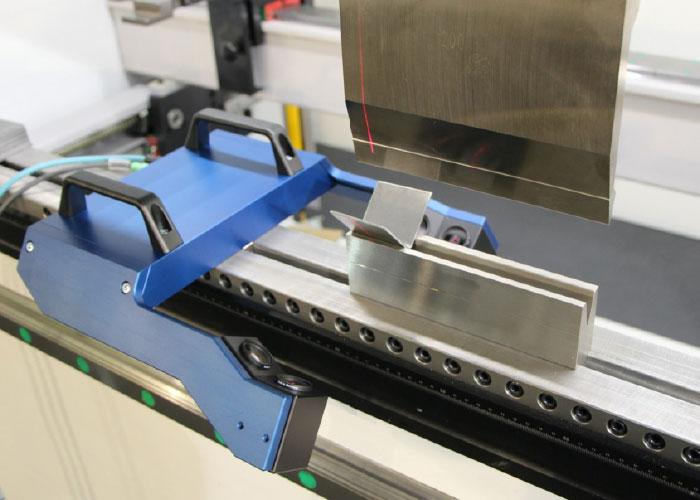 LaserCheck Portable is een all-in-one meetapparaat, dat kan worden geïnstalleerd op elke plek op de kantbank waar dat nodig is.