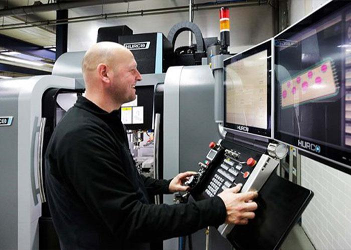 Machinefabriek De Valk is overgestapt op Autodesk Fusion360 en heeft de software inmiddels breed binnen het bedrijf geïmplementeerd. Zowel ontwerpers als de vakmensen aan de machines werken met Fusion360.